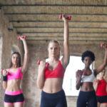 Groupe de femme font du sport